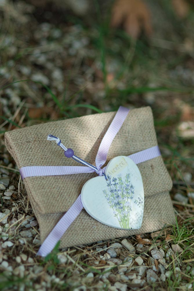 burlapenvelope-with-lavender-heart