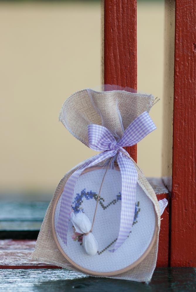 embroidery-hoop-and-lavender